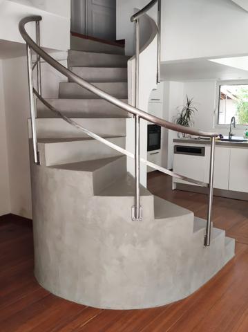 Escalier béton ciré artisan Claire khouri